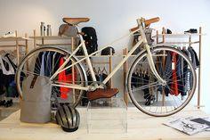 Steel, un magazine et une boutique/coffeshop dédiés aux vélos Coffee Shop, Bicycle, Magazine, Paris, Boutique, Steel, Coffee Shops, Coffeehouse, Bike