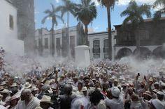 Los Indianos el lunes de Carnaval...Polvo y más polvo de talco por doquier...