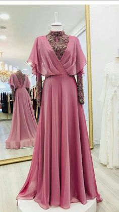 I think this is such a fun dress & it's great that it also has this air of intelligence & almost gives off this princessy vibe which I'm not usually all for but i really like in this piece Abaya Fashion, Muslim Fashion, Modest Fashion, Fashion Clothes, Fashion Dresses, Women's Fashion, Evening Dresses, Prom Dresses, Formal Dresses