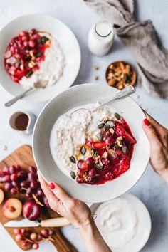 Our favorite porridge recipe - Frühstück & Breakfast & Brunch Healthy Breakfast Recipes, Brunch Recipes, Vegan Recipes, Brunch Food, Breakfast Photography, Food Photography, Porridge Recipes, Breakfast Bowls, Breakfast To Go