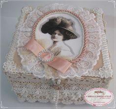 Caixa Dama Vintage técnica Falso MDF por reutilização de caixa de papelão. https://www.facebook.com/DMimosESonhos
