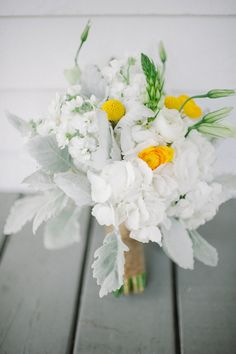 white and yellow wedding bouquet http://www.weddingchicks.com/2013/09/17/wedding-in-white-and-yellow/