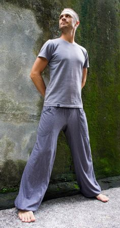 The Feel Good Pant Grey is the perfect trouser for different activities like all kind of Martial Arts, Yoga, extreme Dancing ;) and all other body exe. Karate Pants, Jedi Outfit, Yoga Mode, Pixie Outfit, Alternative Men, Cyberpunk Clothes, Dystopian Fashion, Yoga Fashion, Men Fashion