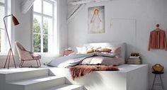 La idea no es gastar mucho dinero en renovar tu dormitorio. El mejor consejo que puedes seguir es utilizar nuevas ideas, implementar nuevos elementos (muchos de ellos ya usados o antiguos) y convertir de tu habitación en un lugar que te brinde esa tranquilidad que necesitas.