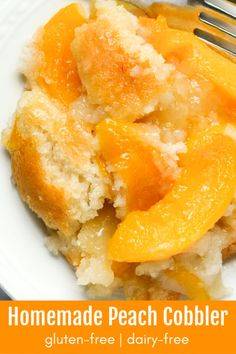 This easy to make gluten-free peach cobbler tastes incredible. It'll quickly become a favorite! Use with fresh, frozen, or canned peaches. To Make Gluten-Free Peach Cobbler - Mam Patisserie Sans Gluten, Dessert Sans Gluten, Gluten Free Sweets, Gluten Free Baking, Vegan Gluten Free, Gluten Free Dairy Free Desserts, Easy Gluten Free Recipes, Dairy Free Deserts, Gluten Free Pound Cake