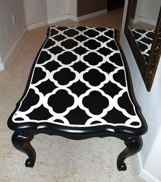 Coffee table harlequin design black and white painted - Table a rabat mural ...