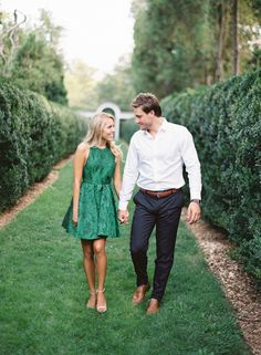 Photography : Vicki Grafton Photography Read More on SMP: http://www.stylemepretty.com/2015/08/31/romantic-oatlands-plantation-engagement-session/
