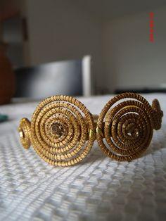 Bracelete em capim dourado