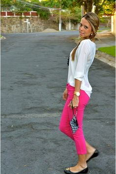 Hot pink pants, yeah!  Love those shoes, too.