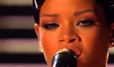Rihanna live Diamonds American Music Awards 2013 AMA