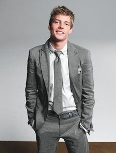 Hunter Parrish. He also sings. Mhm.