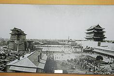 The Qianmen (left) and Zhengyangmen (正阳门) Gate (right).