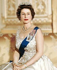 Her Majesty Elizabeth II Queen posing in Buckingham Palace Princess Margaret, Princess Mary, Commonwealth, Trinidad E Tobago, Edinburgh, Young Queen Elizabeth, Prinz Philip, Royal Uk, Queen Margrethe Ii