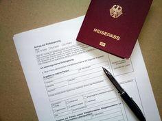 Németországban a külföldi állampolgárok a német állampolgárság iránti kérelmeivel a bevándorlási hivatalok, az Ausländeramt-ok foglalkoznak.