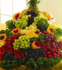 Now that is a fruit tray! Really like this idea, great for a wedding for the guest.