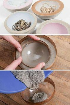 Concrete Crafts, Concrete Art, Concrete Projects, Arts And Crafts House, Diy Home Crafts, Diy Para A Casa, Beton Design, Painted Pots, Diy Art