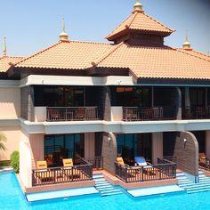 This view of the swim up room at Anantara Dubai is so zen.