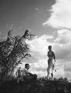 Τα κορίτσια στην εξοχή Λάρισα το 1950..φωτ.Τάκης Τλούπας