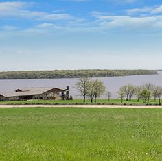 Cedar Creek Lake real estate by Beacon Hill offers luxurious waterfront homes. Visit our waterfront properties to experience the art of lakeside living just 45 minutes from downtown Dallas.
