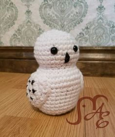 Hedwig the Owl Crochet Pattern Once again I'm showing my geeky colors and presenting a Harry Potter-Inspired pattern this time. Owl Crochet Patterns, Crochet Owls, Crochet Amigurumi, Crochet Motifs, Owl Patterns, Crochet Geek, Amigurumi Patterns, Crochet Crafts, Yarn Crafts