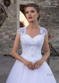 GLADYS: O modelo Gladys destaca-se por seu romantismo e delicadeza. Para saber mais, acesse: www.russianoivas.com #vestidodenoiva #vestidosdenoiva #weddingdress #weddingdresses #brides #bride