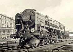 Britannia Class Locomotive, William Shakespeare 70004 on golden arrow duty