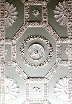 Paterae of different sizes, well balanced in beautiful hexagon borders. this is a very nice example of Robert Adam style ceiling ! Floor Ceiling, Home Ceiling, Ceiling Decor, Ceiling Design, Plaster Mouldings, Plaster Art, Decorative Mouldings, Classic Ceiling, Colored Ceiling