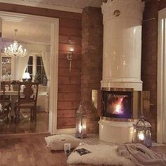 Sunny Country Home Living Room Home Interior Accessories, Home Interior Design, Swedish Decor, Lodge Style, Log Cabin Homes, Shabby Chic Bedrooms, Home Comforts, Beautiful Living Rooms, Rustic Interiors