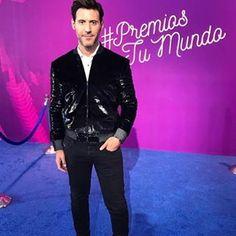 Look#quiqueusales en alfombra azul#PremiosTuMundo#premiostumundo2017#fashionpost#fashioninsta#fashioninstagram#fashionideas#fashionpost#blogs#bloginstagram#fashionstyle#fashionpost#blogs#instablog#fashionstreet#blogpost