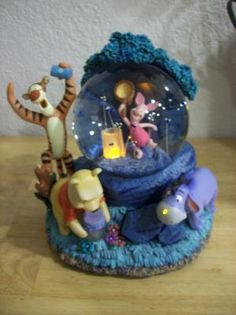 Disney Winnie the Pooh Chasing Fireflies Animated Lighted Musical Snow globe *FREE S/H*