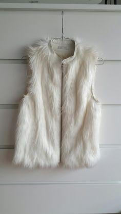Veste en fausse fourrure blanche sans manches