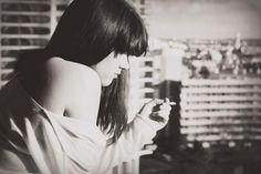 """""""bu yüzden sen de  aşklarını da saçların gibi geriye sal  ve benimle kal"""""""