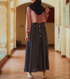 Button up skirt style Modern Hijab Fashion, Street Hijab Fashion, Hijab Fashion Inspiration, Islamic Fashion, Abaya Fashion, Muslim Fashion, Modest Fashion, Skirt Fashion, Fashion Outfits