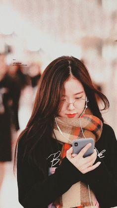 Who is Jisoo from Blackpink? Korean singer Jisoo is one of the lead singers in K-Pop band, Blackpink. Blackpink Jisoo, Judo, Kpop Wallpaper, Black Pink ジス, Blackpink Members, Blackpink Photos, Blackpink And Bts, Blackpink Fashion, Jennie Blackpink