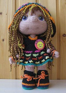 Another one I can't get a pattern for from a Russian site -- they sure make cute dolls.