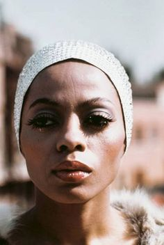 Diana Ross  DISAPPROVING