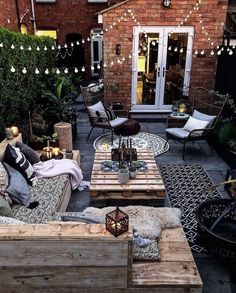 This is our idea of the perfect outdoor space! How cozy and cool does this look… This is our idea of the perfect outdoor space! 😍 How cozy and cool does this look? TAG a friend who will love this! Backyard Patio Designs, Backyard Landscaping, Garden Decking Ideas, Garden Lighting Ideas, Terrace Ideas, Cozy Backyard, Pergola Lighting, Outdoor Rooms, Outdoor Living