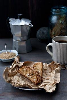Starbucks' Vanilla Almond Biscotti & coffee ~ yes please! Biscotti Cookies, Biscotti Recipe, Starbucks Vanilla, Cookie Recipes, Dessert Recipes, Breakfast Cookies, Breakfast Pastries, Copycat Recipes, Just Desserts