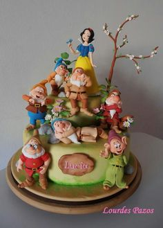 21 Amazing Disney cakes that make us wish we were kids again: Snow White cake Unique Cakes, Creative Cakes, Gorgeous Cakes, Amazing Cakes, Snow White Cake, Dessert Original, Fantasy Cake, White Cakes, Different Cakes