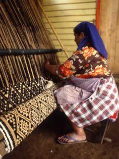 telar mapuche. Argentina/Chile Los telares comienzan aparecer desde nuestros antepasados, desde los egipcios recorriendo el hilo conductor con los indigenas