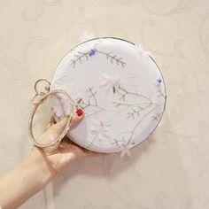 2017 Fashion evening clutch bag version of the round diamond flower dinner  banquet female bag chain shoulder Messenger mini bag 58e823002d4f