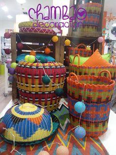 Mira que cestos de poliuretano. Mira que colorido para decorar tu casa a la vez que los usas para reducir espacio y guardar la ropa sucia, juguetes, o cualquier cosa que se te ocurra. Tenemos más modelos en nuestra tienda en C/ Torres, 1. Te esperamos!!!!