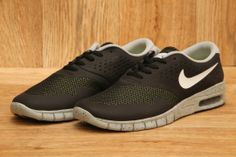 NIKE SB ERIC KOSTON 2 MAX BLACK / WHITE / BASE GREY / VENOM GREEN £94.95