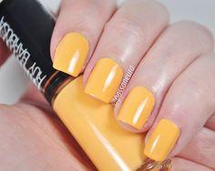 Esmalte laranja cremoso Casual da coleção Marina Ruy Barbosa da Hits Speciallità.