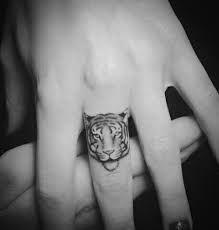 Afbeeldingsresultaat voor tattoo idea small tiger black