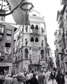 Heute habe ich euch versprochen, dass ich mich mit euch wundern werde. Wundern darüber wieso es in Toledo einen Platz gibt der, der Platz der vier Straßen heisst, aber eigentlich fünf Straßen hat. …