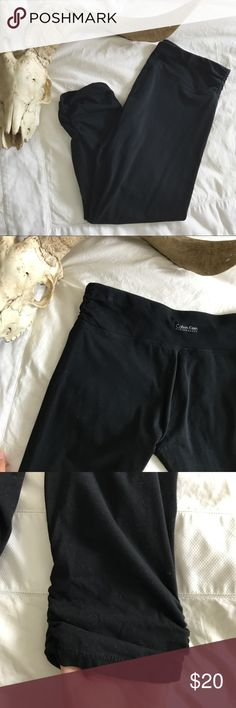 CALVIN KLEIN/ performance cropped legging . good used condition . ruched details on the hips and legs!  s i z i n g - 5'2 . 34A . 32-28-38  << discount depends on the item(s) >> Calvin Klein Pants