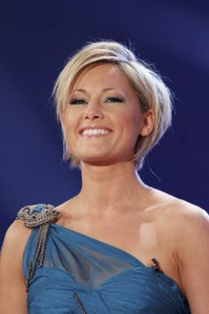 Risultati immagini per helene fischer bob Short Choppy Hair, Short Hair With Layers, Cute Hairstyles For Short Hair, Short Hair Cuts, Medium Hair Styles, Short Hair Styles, Blonde Haircuts, Hair Today, Hair Hacks