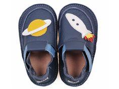 Tikki - Blue Rocket - NEW. Kožená domácí obuv s inovovanou gumovou podrážkou, díky které jsou vhodné i na ven! Ideální papučky na doma, do školky. Vlastnosti: K výrobě byla použita nejkvalitnější italská kůže splňující veškeré EU standardy. Stélka... Barefoot, Blues, Slippers, Fashion, Moda, Sneaker, Slipper, Fasion, Fashion Illustrations