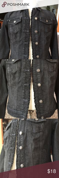 JEAN JACKET 💕NEW💕 Never worn before 74% cotton 25% polyester 1% spandex. Never worn in excellent condition. Buttons have bling. Baccini Jackets & Coats Jean Jackets